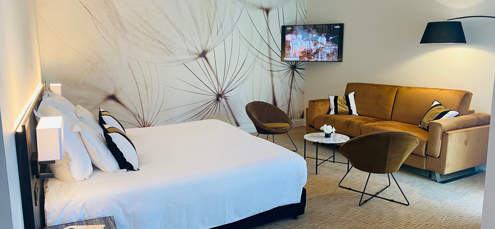 Top-quality room with 2 single beds at the Palmyra Golf in Occitanie with balcony