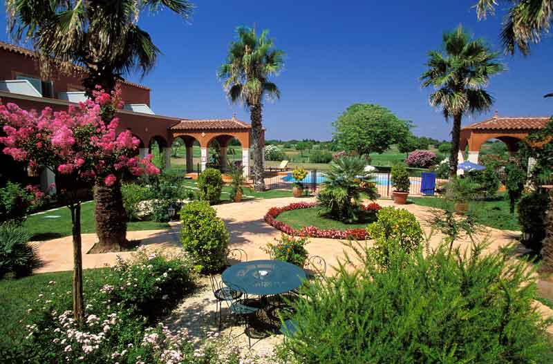 Garden at the 4-star Palmyra Golf hotel in the Occitanie region