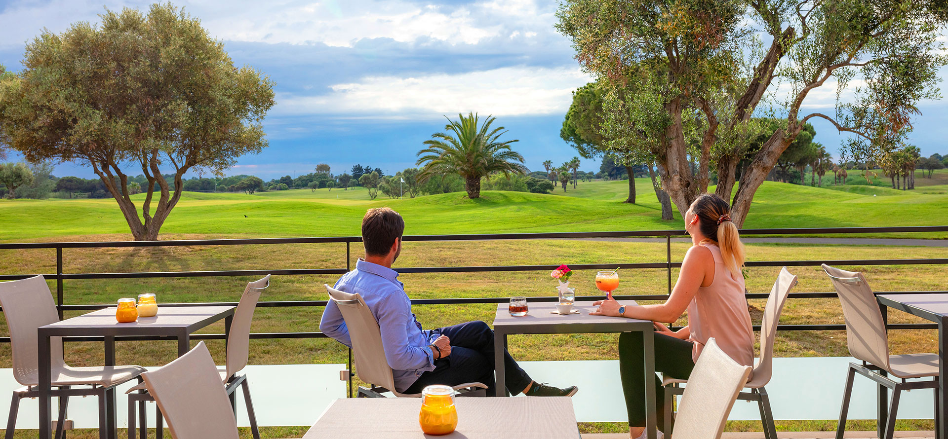 Breakfast in your room or on the patio at the Palmyra Golf hotel in Occitanie